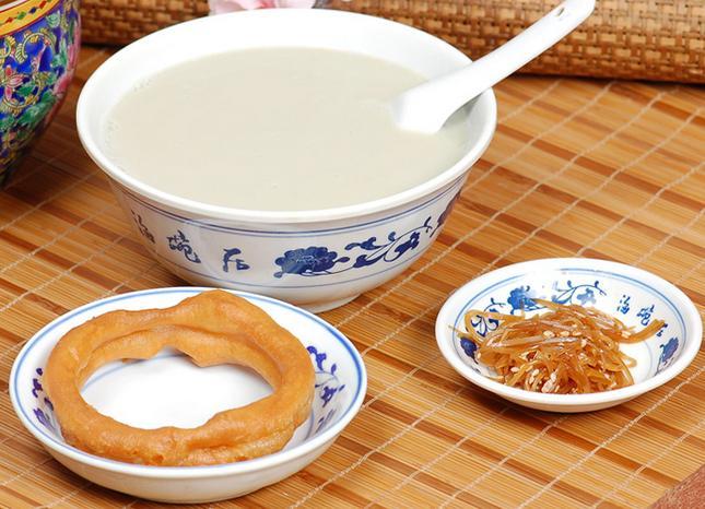 北京豆汁采用北京必威app 体育必威体育app下载地址豆浆机加工而成,更具有乡村风味